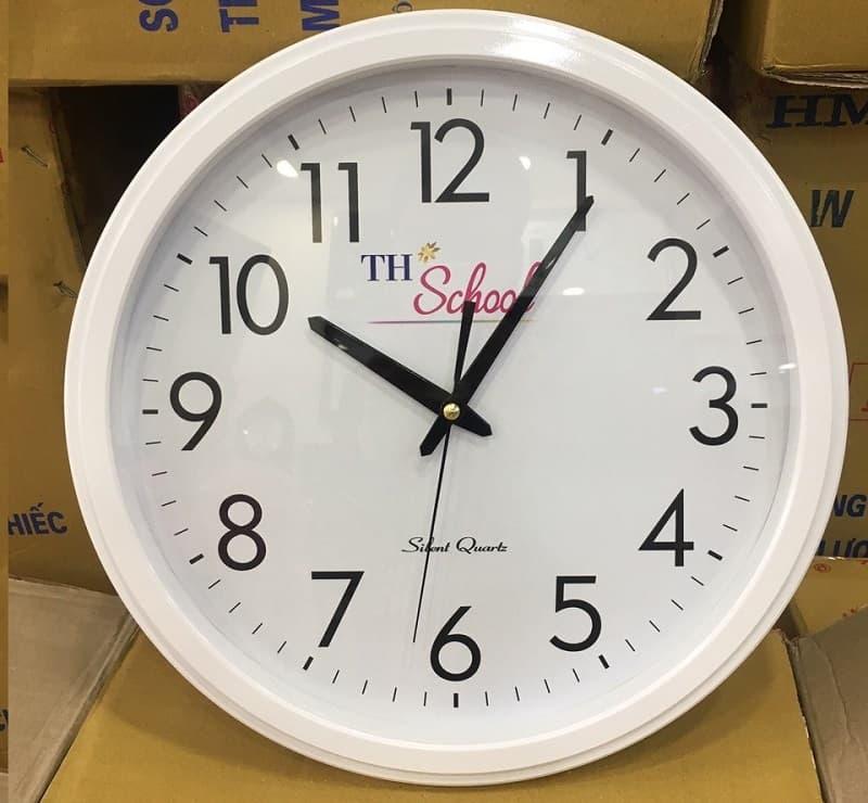 Đồng hồ treo tường in logo THSchool
