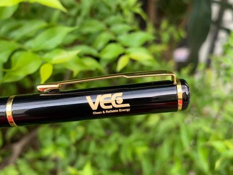 Bút ký khắc logo khách hàng VEC Energry