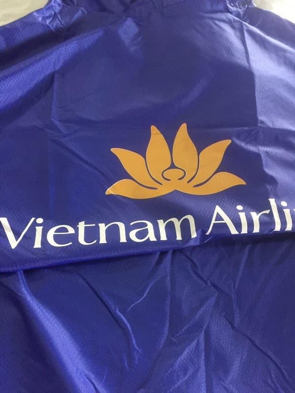 Áo mưa in logo khách hàng Vietnam Airline